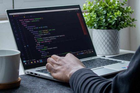 programowanie na laptopie